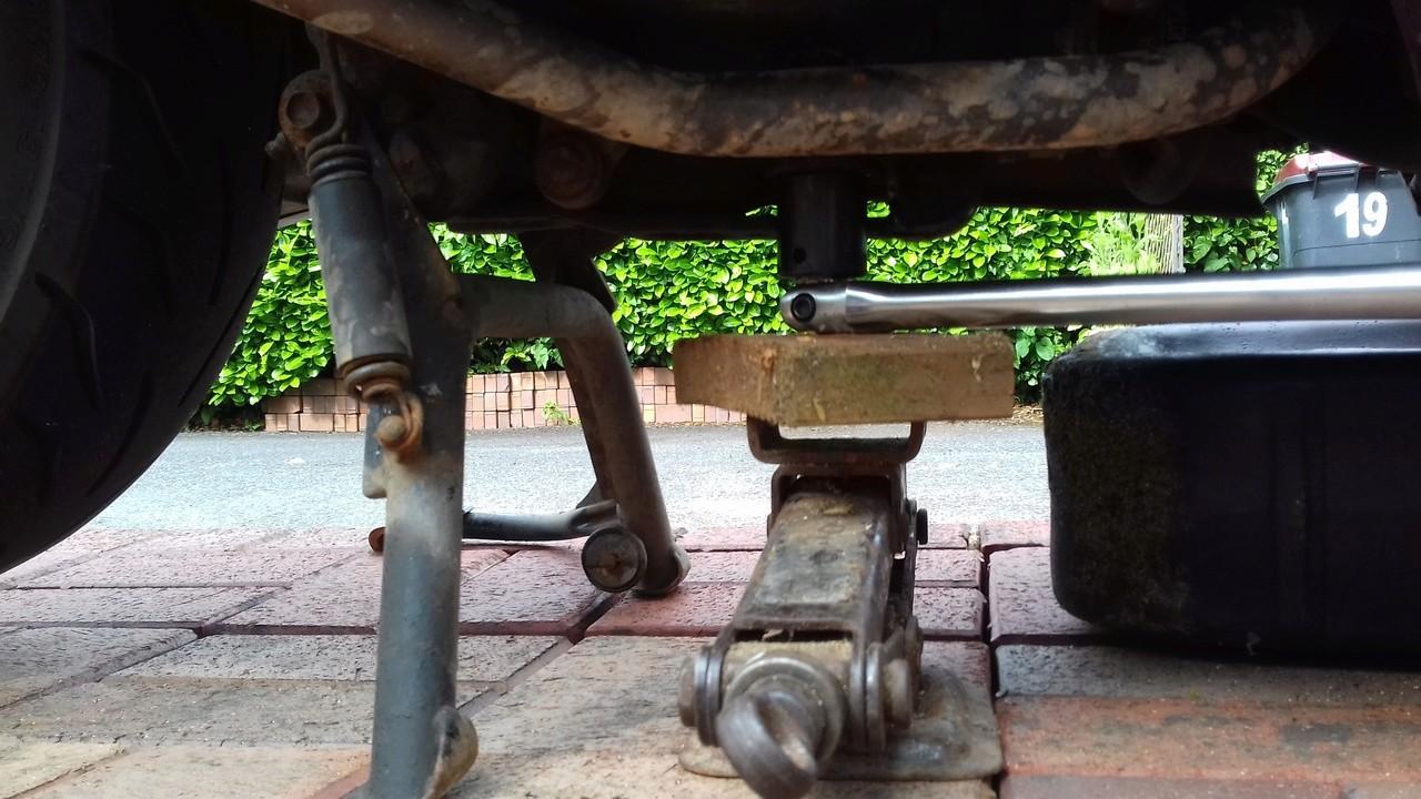 Engine drain bolt 20180612